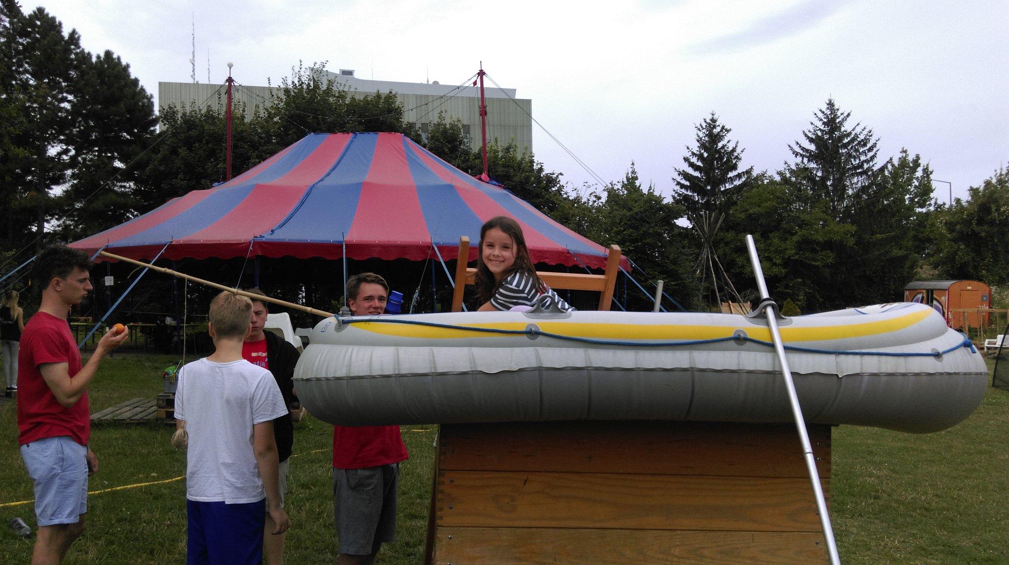 im Schlauchboot in Seenot !